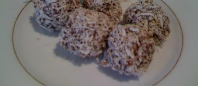 Raw Chocolate Coconut Balls